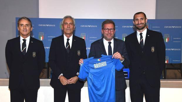 italy italia armani soccer football team suits armani fashion mancini gravina chiellini