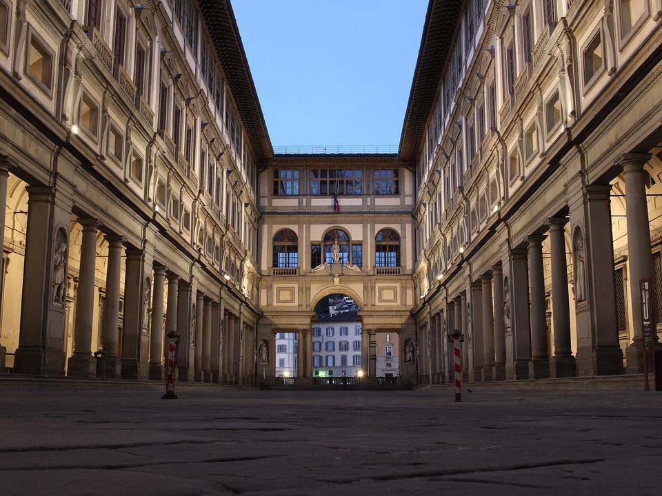 uffizi gallery florence lights bulding
