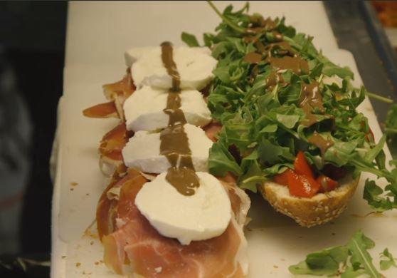 pisillo knife bread sandwitch panino salad mozzarella