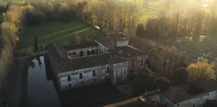 Padernello, a castle suspended in time