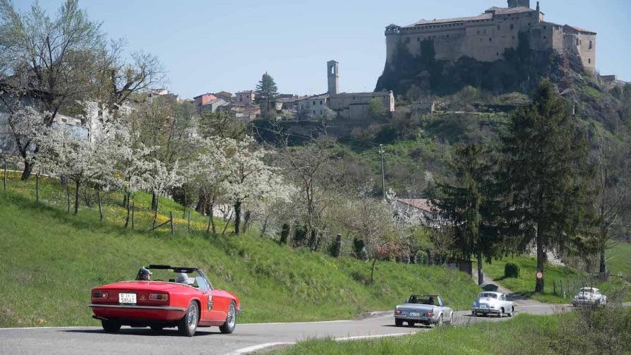 terre-canossa-race-road-cars-nature
