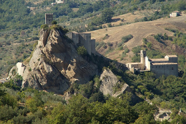 Roccascalegna, Abruzzo's Castle in the Sky