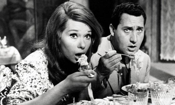 Alberto-sordi-food-spaghetti-movie-woman-eat