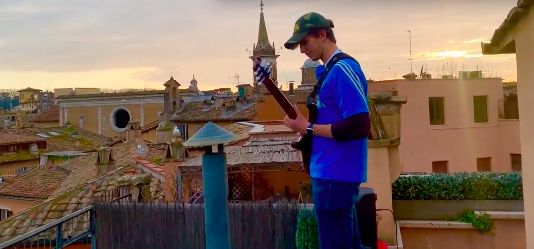 Mastrangelo and his guitar enchant the world from Piazza Navona