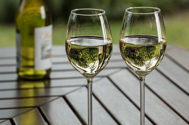 wine-glasses-bottle